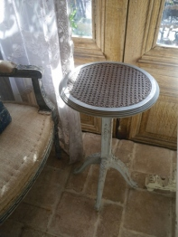 Small Round Table (K-056)
