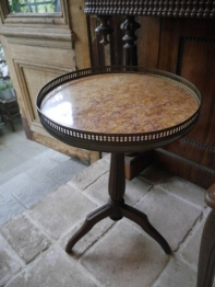 Small Round Table (E-1)