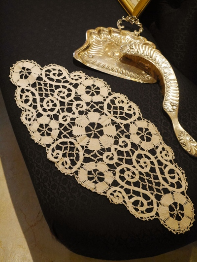 Antique Lace (W3410-16)