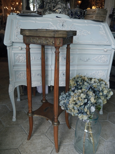 Side Table (615-20)
