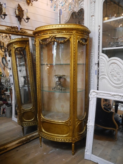 Glass Cabinet (452-19)
