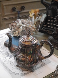 Antique Coffee Pot (N078)