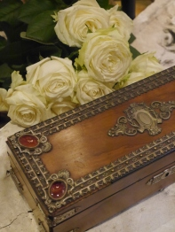 Antique Box (B53-17)