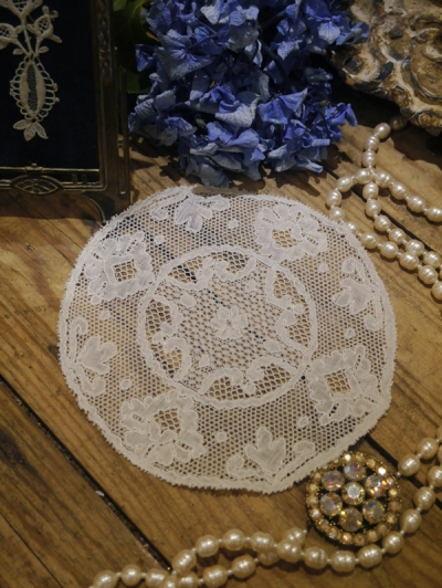 Antique Lace  (B1904-17)