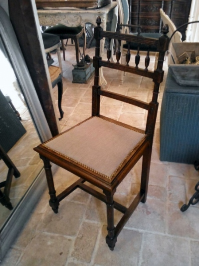 Antique Chair (B-9)