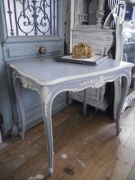 French Table (F-3)