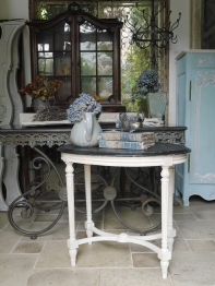 French Table (TA451)