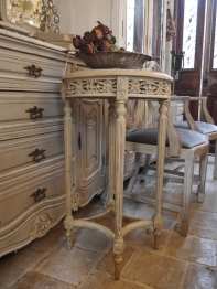 Side Table (559-20)