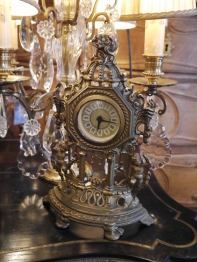 Antique Clock (F08-21)