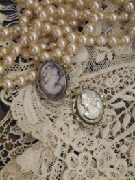 Cameo Earring (A4404-15)